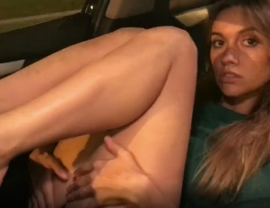 PornHub/PornHubPremium - LuxuryGirl - Amazing Young Girl Playing With Her Pussy In Car (FullHD/1080p/158 MB)