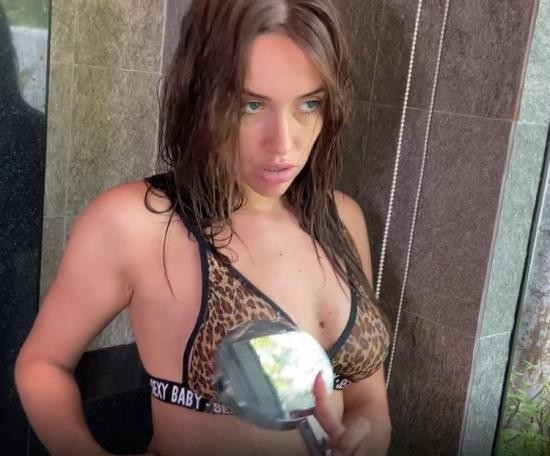 PornHub/PornHubPremium - LuxuryGirl - Babe Made A Great Blowjob In The Shower (FullHD/1080p/255 MB)