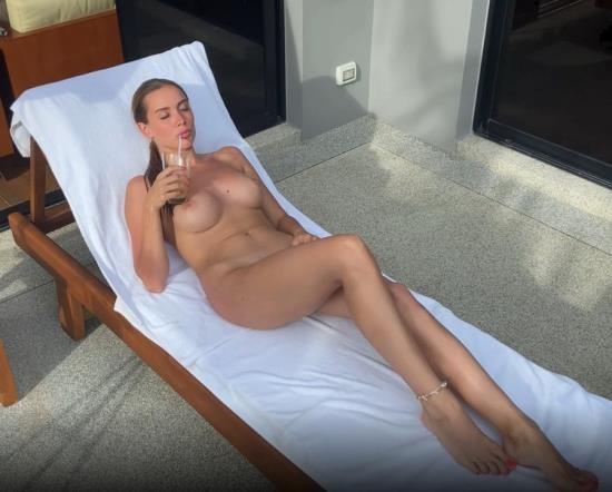 PornHub/PornHubPremium - LuxuryGirl - Good Outdoor Sex Is Better Than A Good Tan (FullHD/1080p/379 MB)