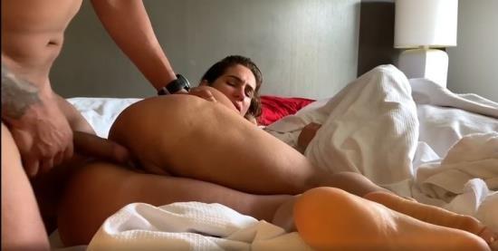 Pornhub - yinyleon - Latina with Huge Ass and Big Tits gets Banged (HD/720p/139 MB)
