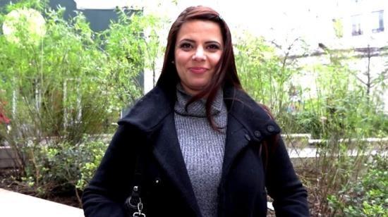 JacquieEtMichelTV/Indecentes-Voisines - Dolores - Les gros seins de Dolores, 30ans, forcent l'admiration ! (HD/720p/710 MB)