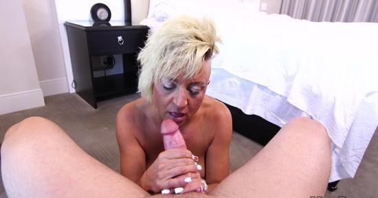MomPov - Gwen - Freaky MILF loves to cum (HD/720p/2.58 GB)