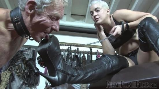 FemmeFataleFilms - Unknown - The Hunteress - Boots For Worship (HD/720p/169 MB)