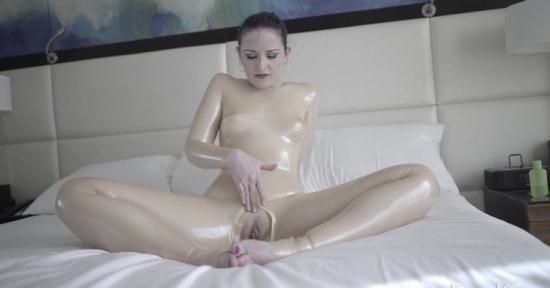 FetishKitsch - Fetish Girl - Caroline in Trans Part 1 (FullHD/1080p/1.59 GB)