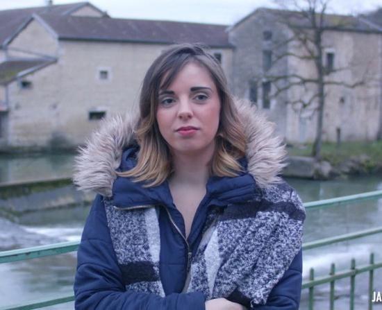 JacquieEtMichelTV - Cindy - Cindy, 21ans, l'heure est A la pluralite masculine ! (HD/720p/575 MB)