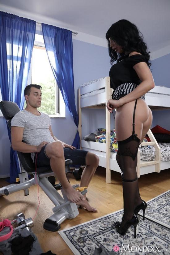 MomXXX/SexyHub - Valentina Ricci - Dominant Stepmom in suspenders (FullHD/1080p/1.01 GB)