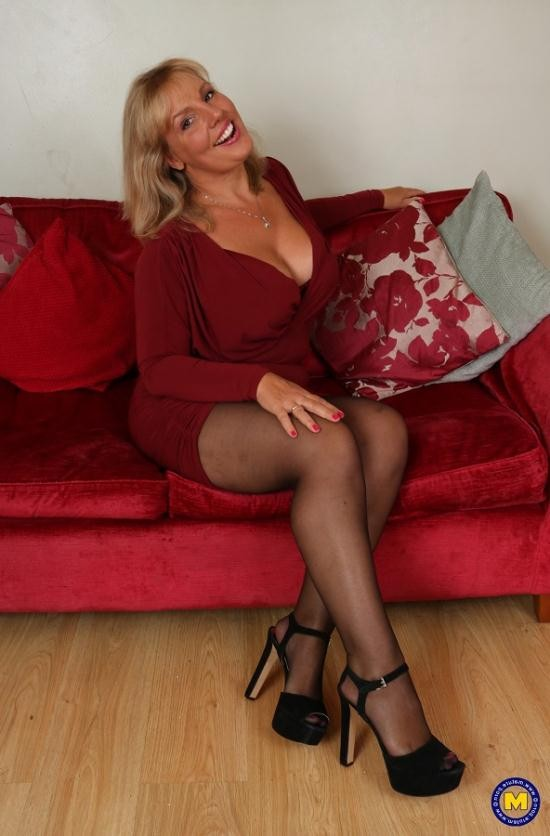 Mature.nl/Mature.eu - Danielle (EU) (46) - horny housewife showing off her big tits (FullHD/1080p/1.11 GB)