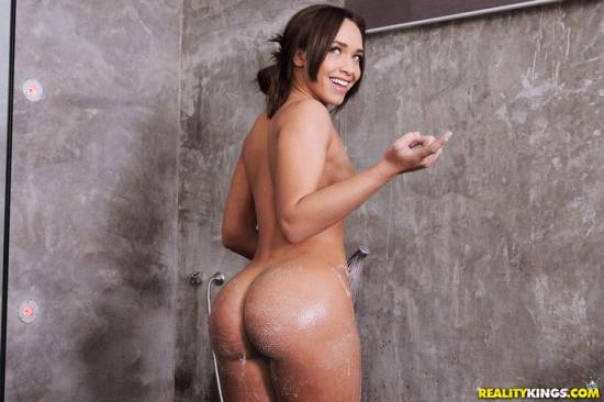 MikesApartment/RealityKings - Briana Bounce - Party Girl Poon (FullHD/1080p/2.60 GB)