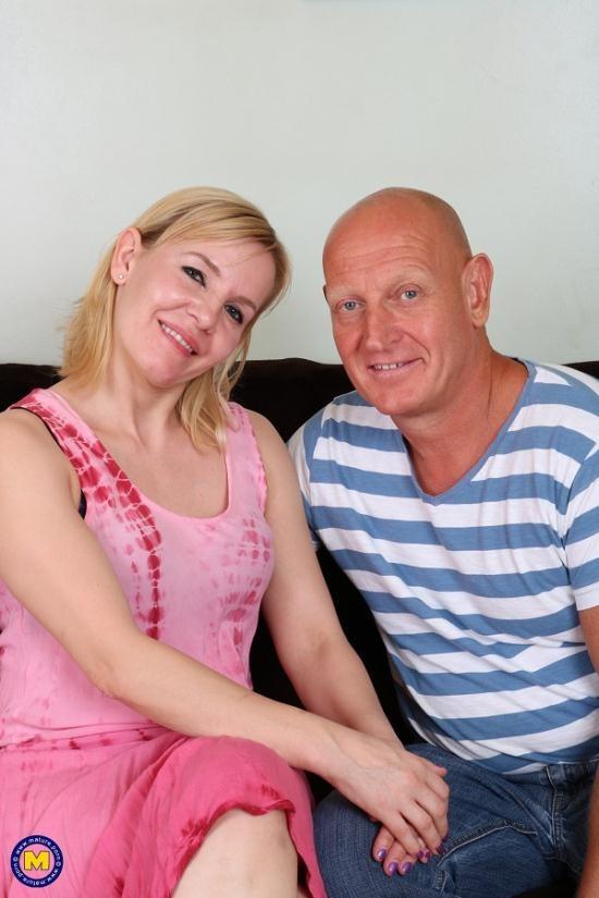 Mature.nl/Mature.eu - Kate Aveiro (EU) (38) - British housewife fucking and sucking (FullHD/1080p/1.18 GB)