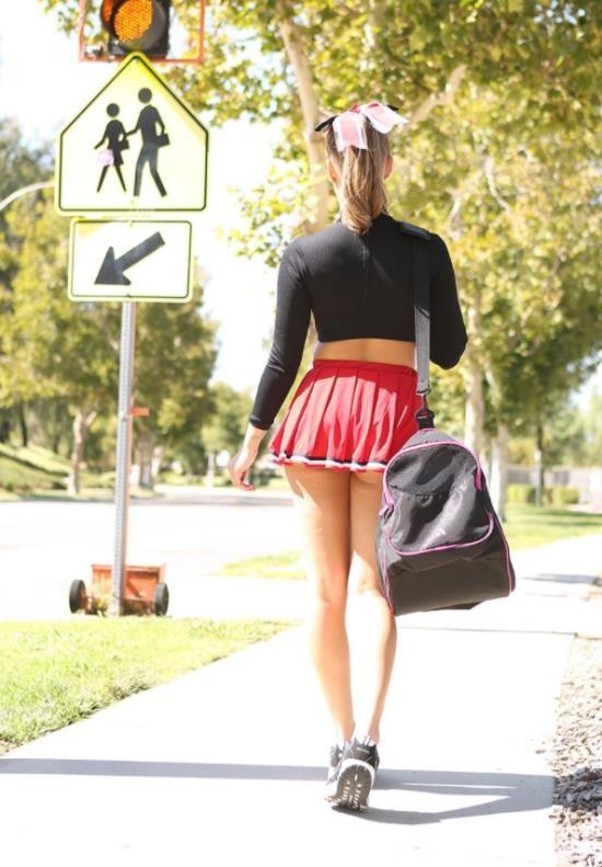 TeenFidelity - Liza Rowe - TFSN Cheerleaders 3 (FullHD/1080p/3.66 GB)