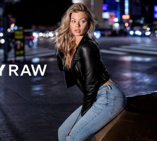 TushyRaw - Riley Steele - Hot Steele (HD/720p/2.15 GB)