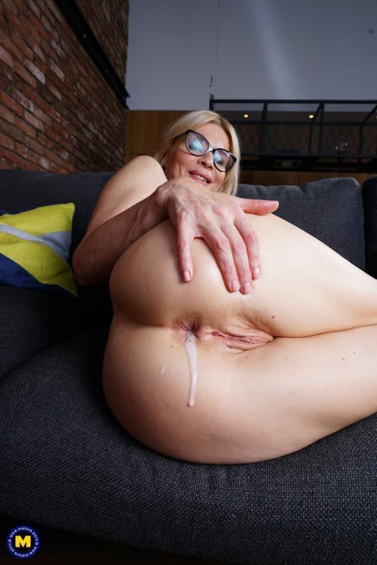 Mature.nl/Mature.eu - Nadya Basinger - Hot MILF Nadya Basinger getting an anal creampie (FullHD/1080p/2.10 GB)