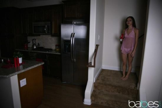 Babes - Zoe Bloom - Pussy in a Power Outage (SD/480p/237 MB)