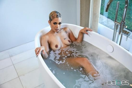 Babes - Jasamine Banks - Introducing Jasamine Banks (FullHD/1080p/1.00 GB)