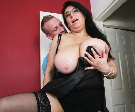 Mature.nl/Mature.eu - Sabrina Jade (EU) (50) - British big breasted housewife fucking and sucking (FullHD/1080p/1.25 GB)