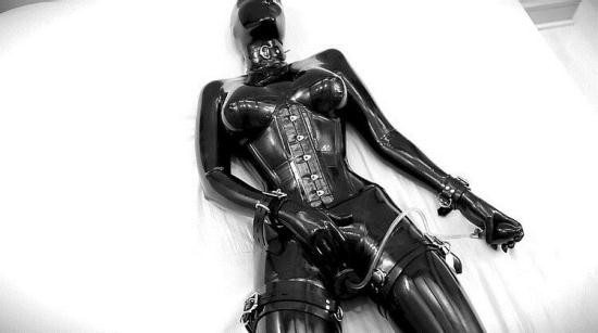 Reflectivedesire - Unknown - Rubberdoll (FullHD/1080p/925 MB)