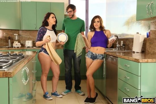 AssParade/BangBros - Keisha Grey, Mandy Muse - Step-Sister's Play Tug of War With Boyfriend (SD/480p/498 MB)