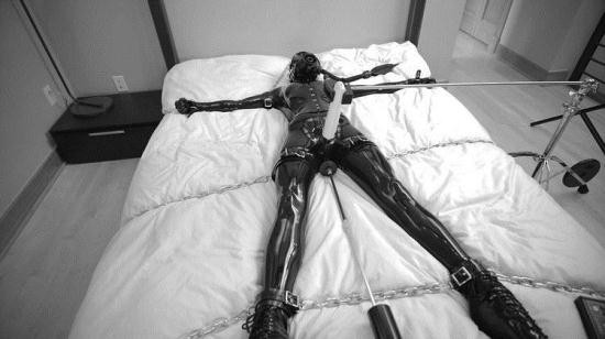 Reflectivedesire - Unknown - Chained (FullHD/1080p/456 MB)