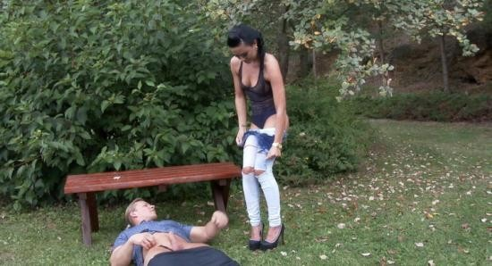 PissingInAction/Tainster - Inga - Pissing Action In The Garden (FullHD/1080p/1.06 GB)