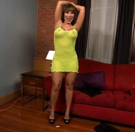PublicDisgrace/Kink - Ava Devine - HUGE TITTED Ava Devine does DOUBLE ANAL in a bar full of STRANGERS!! (HD/720p/2.67 GB)