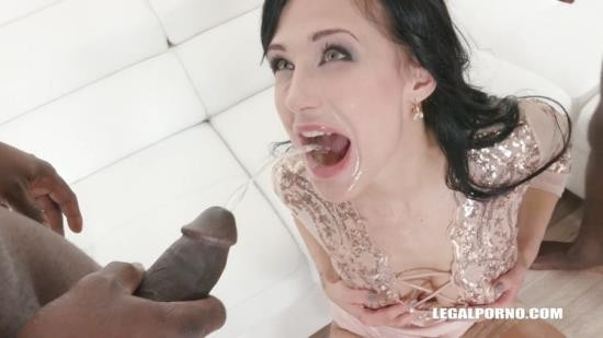 LegalPorno - Nicole Love - Nicole Love is looking for guys to work on her the result is great pissing improvement IV159 (HD/720p/1.98 GB)