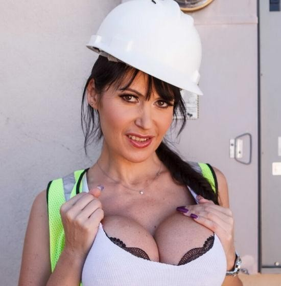 BigTitsInUniform/Brazzers - Eva Karera - That Pussy's Electric (HD/720p/1.91 GB)