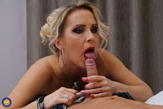 Mature.nl/Mature.eu - Julia Pink - Horny fucking and sucking MILF Julia Pink loves eating her toy boys ass (FullHD/1080p/1.45 GB)