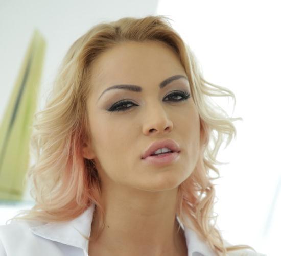 FootsieBabes/21Sextury - Cherry Kiss - Foot Fetishist Nurse (FullHD/1080p/1.17 GB)