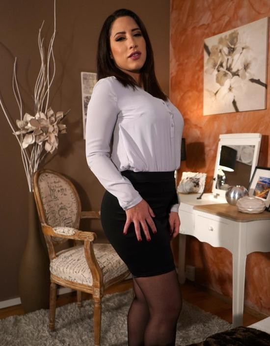 SexyHub/MomXXX - Adara Love - Latina MILF in stockings and heels (FullHD/1080p/1.08 GB)
