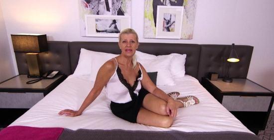 MomPov - Juliane - Sexy blonde cougar does first porn (HD/720p/1.44 GB)