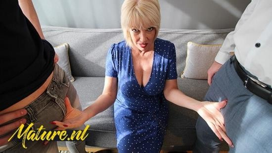 MomsLoveAnal - British Mom - Didnt Expect to get Double Penetrated by 2 Big Dicks (FullHD/1080p/218 MB)