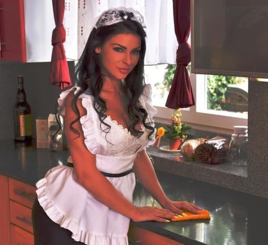 OnlyBlowJob/DDFNetwork - Inna Innaki aka Inna Sirina - French Maid Deepthroats In Kitchen (HD/720p/671 MB)