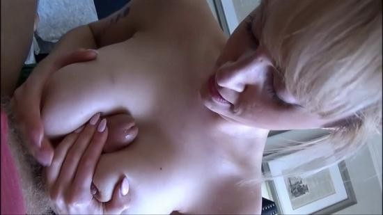 Family Therapy/clips4sale - Maxim Law - Mom Needs Content (HD/720p/1.25 GB)