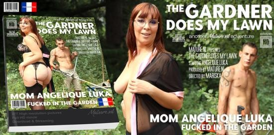 Mature.nl/Mature.eu - Angelique Luka - This gardner gets to plow the lawn from a hot mom in the garden (FullHD/1080p/2.35 GB)