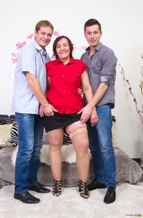 Mature.nl/Mature.eu - Paulina K.  49 - Mature Woman Sharing Two Guys At Once (FullHD/1080p/1.89 GB)