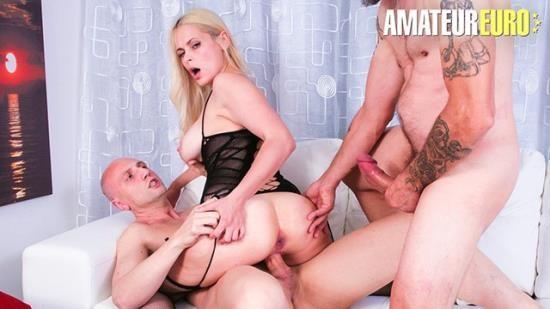 CastingAllaItaliana - Vittoria Dolce - Vittoria Dolce Slutty Ukrainian MILF Rough DP Threesome - AMATEUREURO! (FullHD/1080p/300 MB)