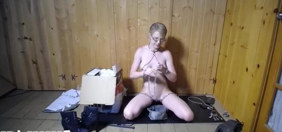 Bondagelife - Rachel Greyhound, Sasha Darling - Hrsully gift (HD/720p/432 MB)