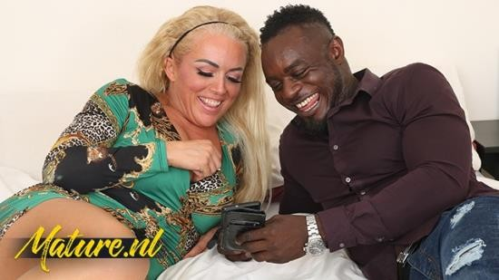 MomsBlackBoyfriend - Rebecca Jane Smyth - I want to Suck on That! Blonde MILF Squirting & Gets Anal Pounded! (FullHD/1080p/205 MB)
