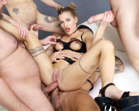 LegalPorno - Silvia Dellai, Mary Jane, Giada Sgh - Fist And Squirt, Silvia Dellai 4 On 1 Balls Deep Anal, Squirt Drink, Anal Fisting And Swallow GIO1729 (HD/1.65 GB)