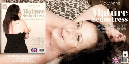 Mature.nl - Vicky Anne (EU) (44) - Mature seductress Vicky Anne goes all the way (FullHD/1080p/1.37 GB)