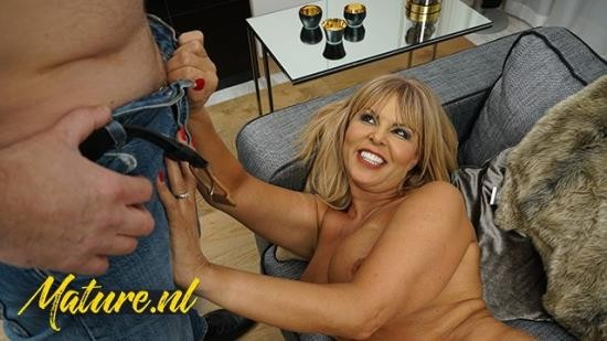 MatureNL - Unknown - Horny Mature Slut Cant Wait To Get Her Pussy Throat Fucked (FullHD/1080p/221 MB)