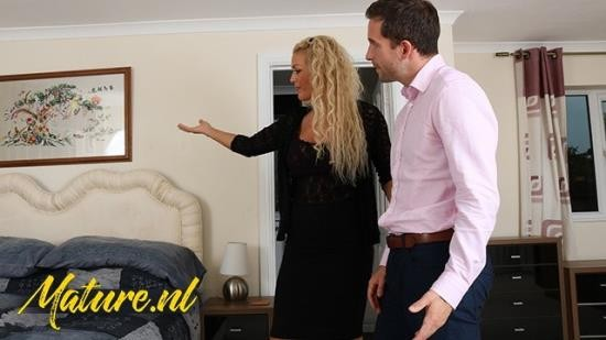 MilfCurves - Rebecca Jane Smyth - British Real Estate Agent Likes To Get Paid With Sex (FullHD/1080p/182 MB)