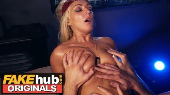FAKEhub - Amber Deen - HALLOWEEN - Alien being changes sex and fucks oily space babe (FullHD/1080p/266 MB)
