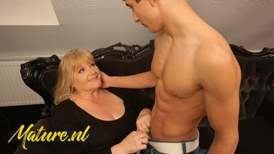 MomsGuideToSex - Unknown - BBW Granny Gets Her Fat Ass Fucked By a Shredded Guy (FullHD/1080p/197 MB)