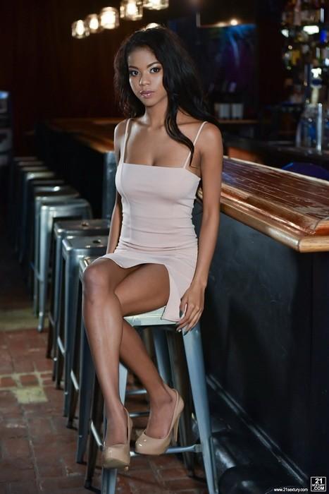 ClubSandy/21Sextury - Nia Nacci - White Cock For Ebony Goddess (HD/720p/583 MB)
