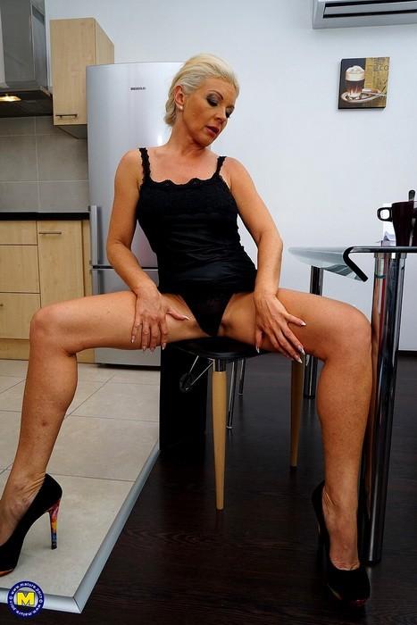 Mature.nl/Mature.eu - Krista E. - Steamy housewife fingering herself (FullHD/1080p/464 MB)