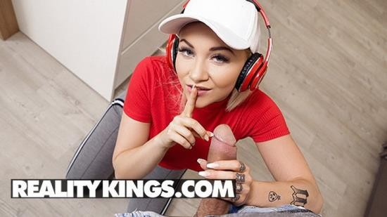 RealityKings - Marilyn Sugar - Hot Chick Marilyn Sugar Fucks her BF after they have a Fight (HD/720p/395 MB)