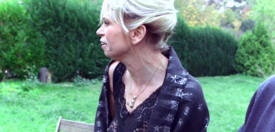 JacquieEtMichelTV/Indecentes-Voisines - Isabelle - Isabelle, plaisir partage au Havre (FullHD/1080p/1.19 GB)