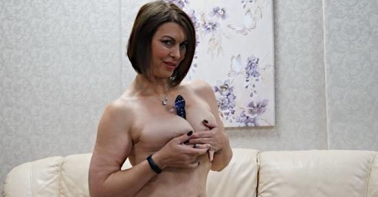 AllOver30 - Raven aka Christine O. - Ladies With Toys (FullHD/1080p/377 MB)