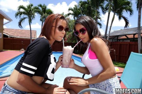 ShareMyBF/Mofos - Nicole Bexley, Raven Redmond - Big Titty Teens Gone Wild For Dick (FullHD/1080p/3.39 GB)